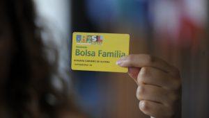 Deputados protocolam projeto para ampliar o Bolsa Família para mais 3 milhões de crianças
