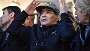 Maradona reivindica soberania argentina nas Malvinas 38 anos após guerra