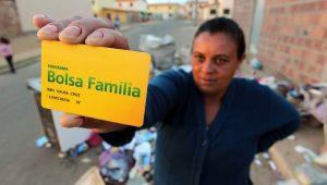 Governo transfere R$ 83,9 milhões do Bolsa Família para propaganda