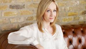 J.K. Rowling causa polêmica com temática de novo livro