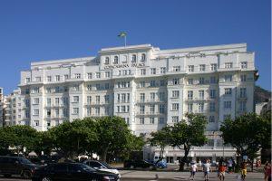 Copacabana Palace é multado em R$ 15 mil após festa com quase 500 pessoas