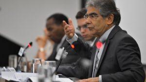 Ex-ministro do STF, Carlos Ayres Britto diz que legitimidade pelo voto popular não basta