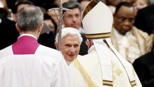 Ex-papa Bento XVI está gravemente doente, afirma jornal alemão