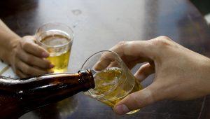 Converse com seu filho adolescente sobre o consumo de bebidas alcoólicas