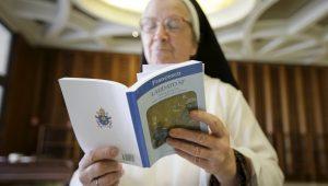 Justiça Federal deve decidir se freiras podem ser proibidas de usar véu na foto da CNH