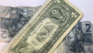 Dólar oscila com transição de poder na Casa Branca e Copom no radar
