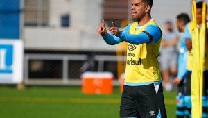 Maicon ganha do São Paulo na Justiça e rebate torcedores: 'Menos mimimi'
