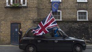 Europeus encontram dificuldade em retirar visto para ficar no Reino Unido