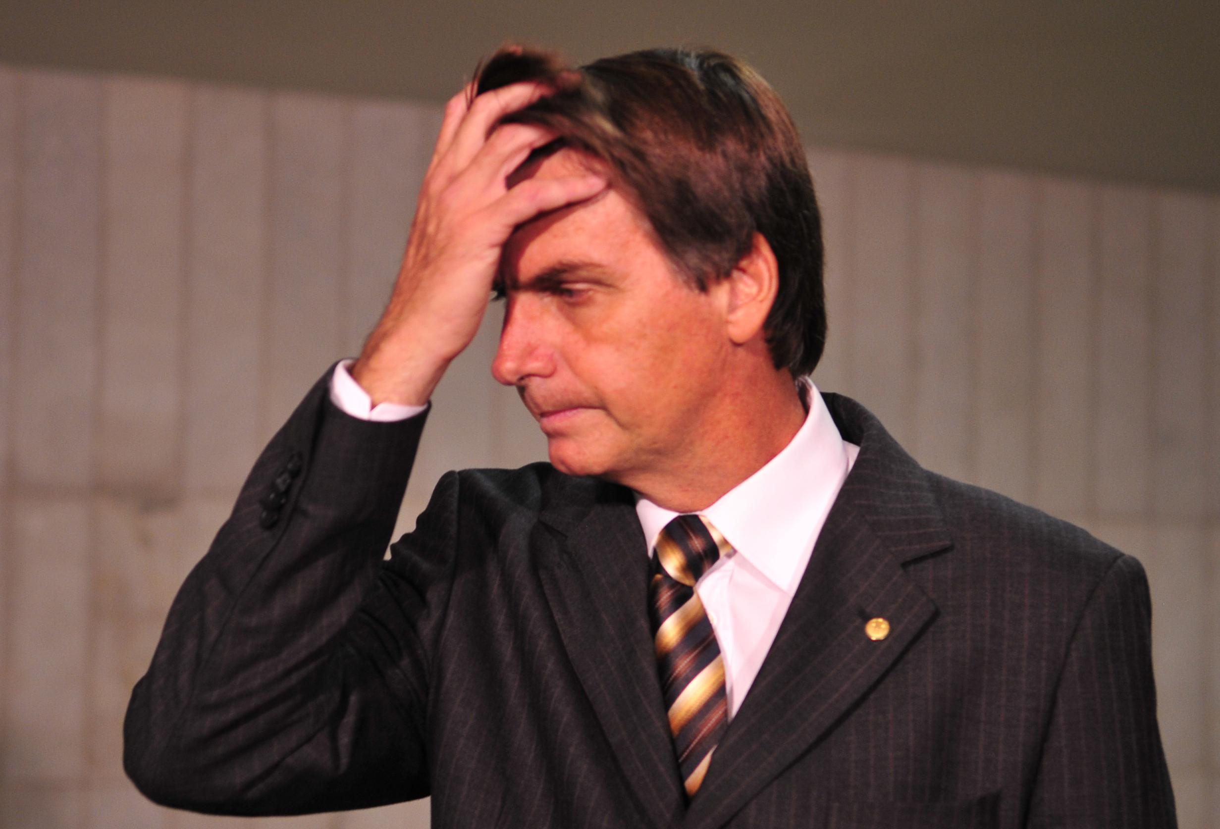 Advogado de Bolsonaro: Depoimento de porteiro é 'falso' e foi plantado