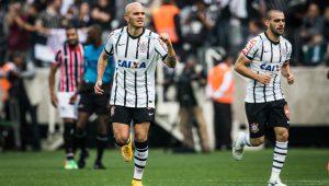 Corinthians anuncia retorno do lateral Fábio Santos até o fim de 2021