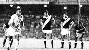 Milésimo gol de Pelé faz 50 anos: 'Antes de bater o pênalti eu falava: Não posso errar'