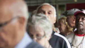 Cidade no interior paulista vai multar idosos encontrados fora de casa