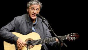 Caetano Veloso com violão