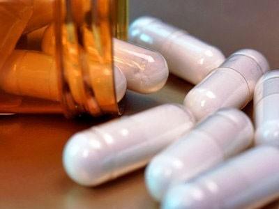 remédios saindo do frasco