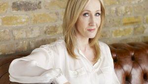 J. K. Rowling doa R$ 6,8 milhões para auxiliar instituições durante pandemia