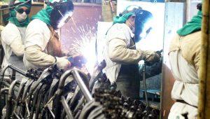 IBGE: Produção industrial recua 18,8% em abril, pior resultado desde 2002