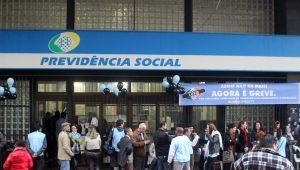 Justiça suspende volta do trabalho presencial de médicos peritos do INSS