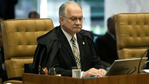 Ministro Edson Fachin moveu processo após pedido da defesa do petista
