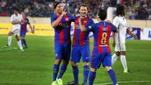 Ronaldinho visita sede do Barcelona e promete novidades em breve
