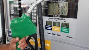 Petrobras anuncia aumento de 3% na gasolina nas refinarias