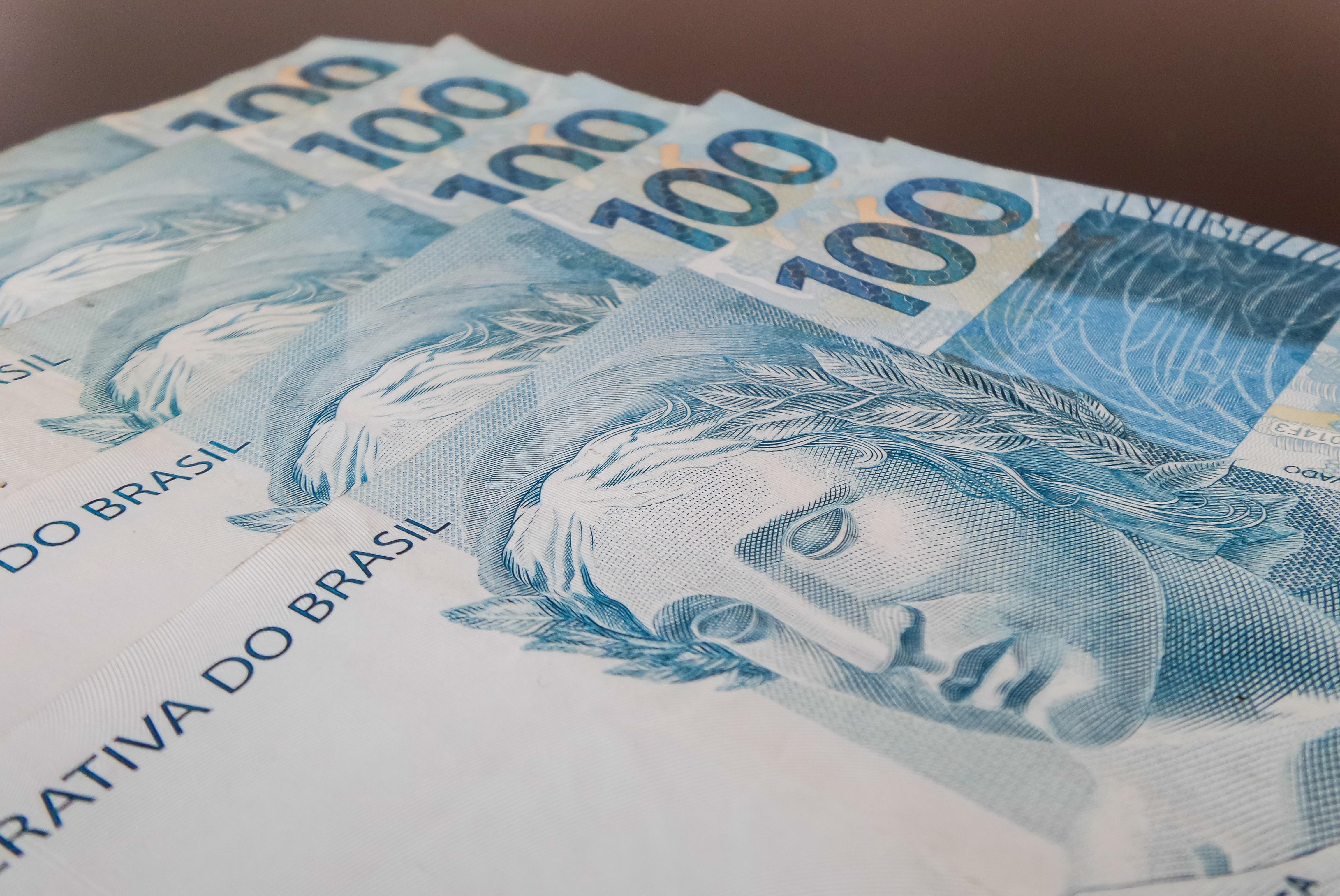 Salário mínimo pode ir a R$ 1.192 em 2022 após governo aumentar expectativa para a inflação