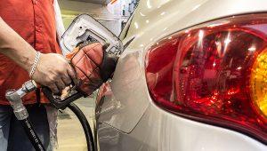Nos últimos 12 meses, o preço da gasolina subiu quase 50%, segundo o IBGE