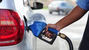 Denise: Petrobras aumenta em 4% preço da gasolina após alta do dólar