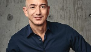 Jeff Bezos, CEO da AMazon, é o homem mais rico do mundo