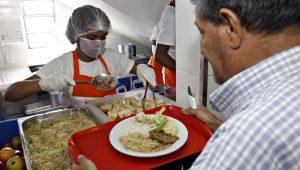 Justiça determina volta da gratuidade nas refeições do Bom Prato em SP