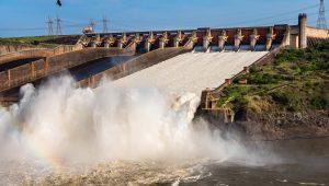 Temporal no Paraná atinge 19 municípios e provoca desligamento em turbinas de Itaipu