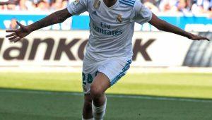 De braços abertos, Dani Ceballos comemora gol pelo Real Madrid