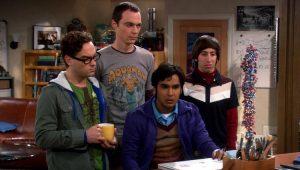 """Atores de """"The Big Bang Theory"""" em cena da série"""