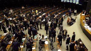Deputados votam MP do Refis na Câmara