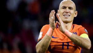 Atacante Robben agradece o apoio da torcida após a frustrante vitória ante a Suécia