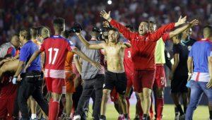 Seleção do Panamá comemora a chance de disputar a primeira Copa do Mundo em sua história