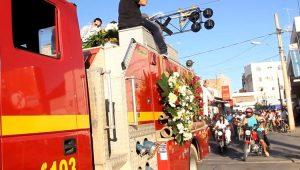 Cortejo leva as vítimas da tragédia de Janaúba, MG