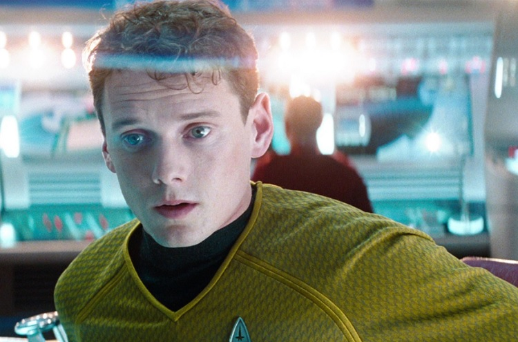 """Anton Yelchin, de """"Star Trek"""", ganha estátua 1 ano após sua morte   Jovem  Pan"""