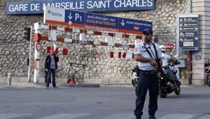 Policiais cercam estação de metrô na França após ataque a 2 passageiras