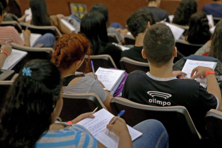 Enade será aplicado neste domingo para cerca de 435 mil estudantes