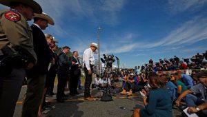 Texanos homenageiam os 26 mortos no ataque a igreja batista de Sutherland Springs