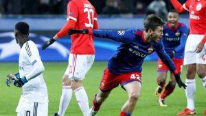 Georgi Schennikov comemora o gol contra anotado pelo zagueiro do Benfica