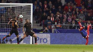 Griezmann abriu o placar para o Atlético de Madrid com um belo voleio