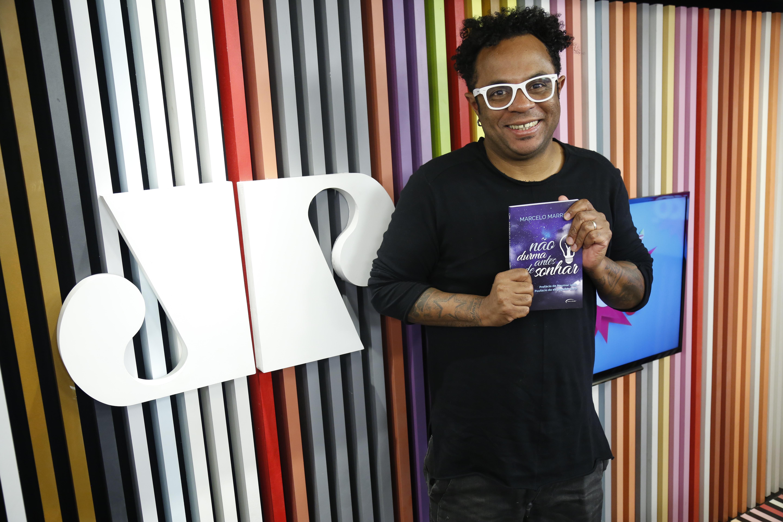 Humorista Marcelo Marrom Vira Palestrante E Lança Livro