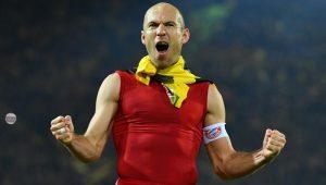 Robben comemora vitória do Bayern sobre o Borussia