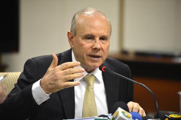 Бразильский судья, не оставивший россиянам ни копейки, теперь оставляет экс-министру финансов деньги на еду