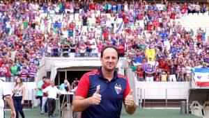 Presidente do Fortaleza revela paciência para renovar com Ceni: 'No tempo dele'