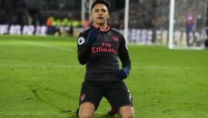 Alexis Sánchez fez os dois gols na vitória do Arsenal 3 a 2 Crystal Palace