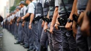 Jovem é detido após ser flagrado usando farda da PM para gratuidade no transporte público