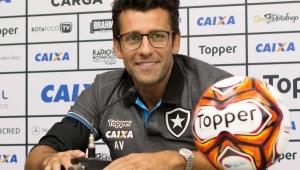 Valentim confirma proposta do Botafogo por Honda e torce pela chegada do japonês