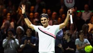 Federer bate Djokovic, elimina rival e garante Nadal no topo do ranking
